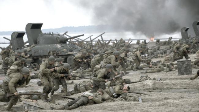 """電影""""搶救雷恩""""大兵中的一個畫面,在故事中添加極度調光的範例 - Amblin / Dreamworks"""