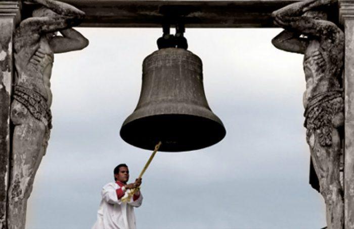 Es necesario pedirle a Dios, en imagen gracias a https://es.churchpop.com/2018/11/11/por-que-las-iglesias-tienen-campanas-de-que-sirven/