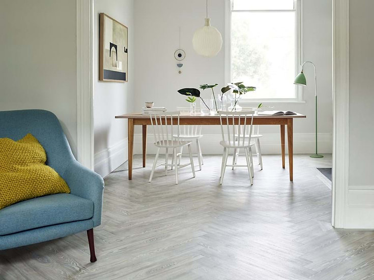 Amtico Spacia White Ash SS5W2540 (Clearance price £24.99)Per M2