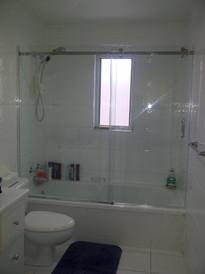 Sliding shower 2.JPG