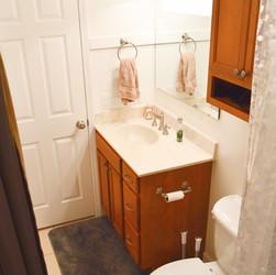 Upstairsbathroom2(1).jpg