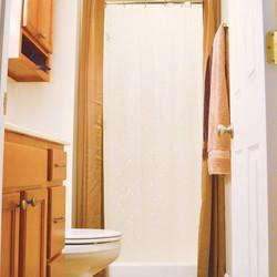 Upstairsbathroom2.jpg