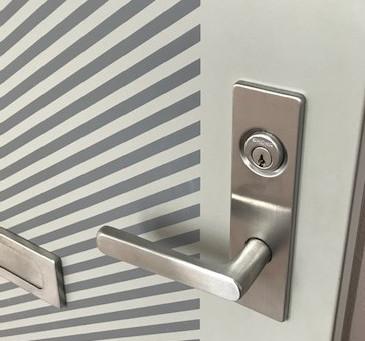 【玄関鍵交換 帯広】マンション玄関ドアの鍵穴を交換しました。