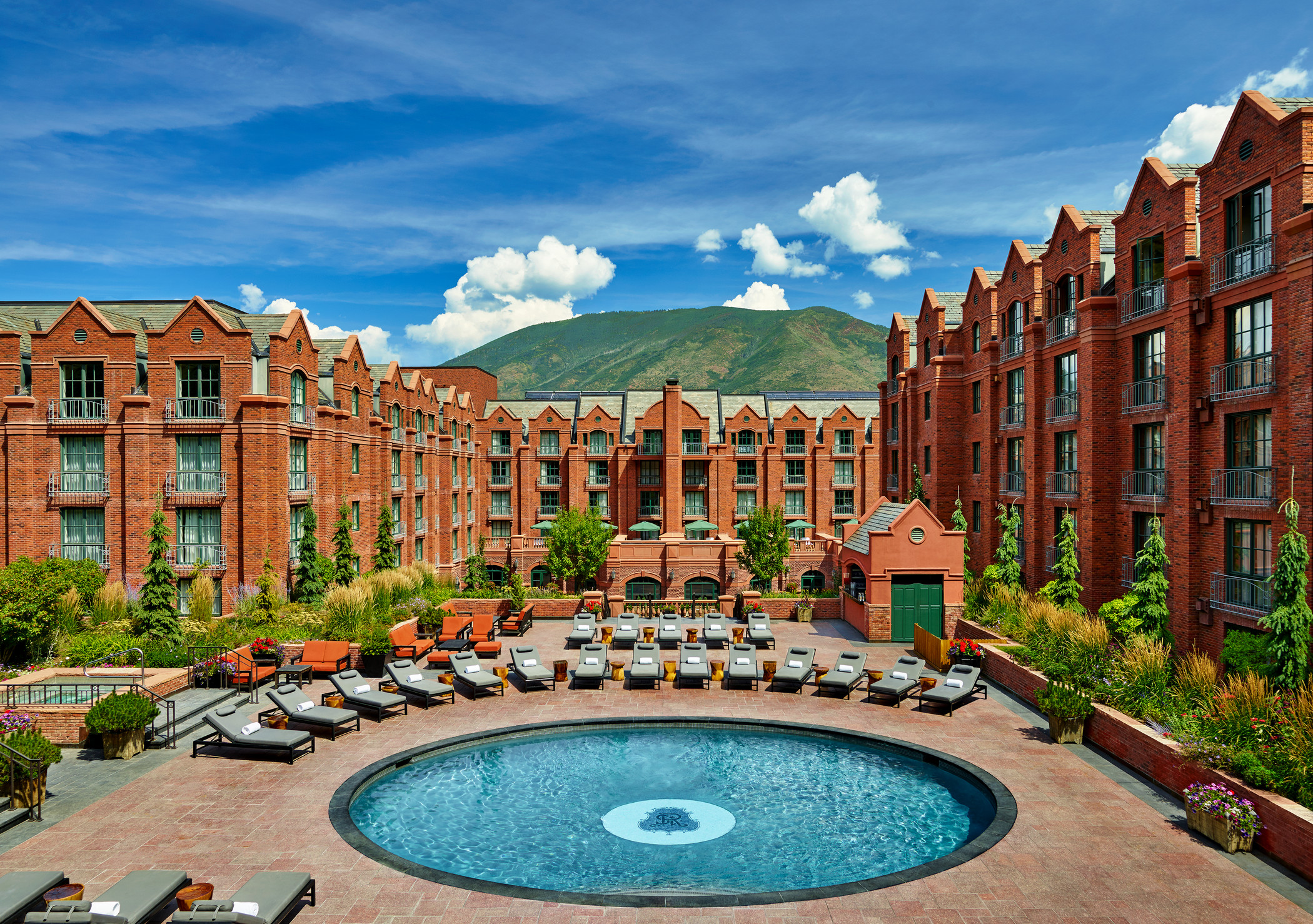 str244po-176829-The-beautiful-St-Regis-Aspen-pool-during-summer