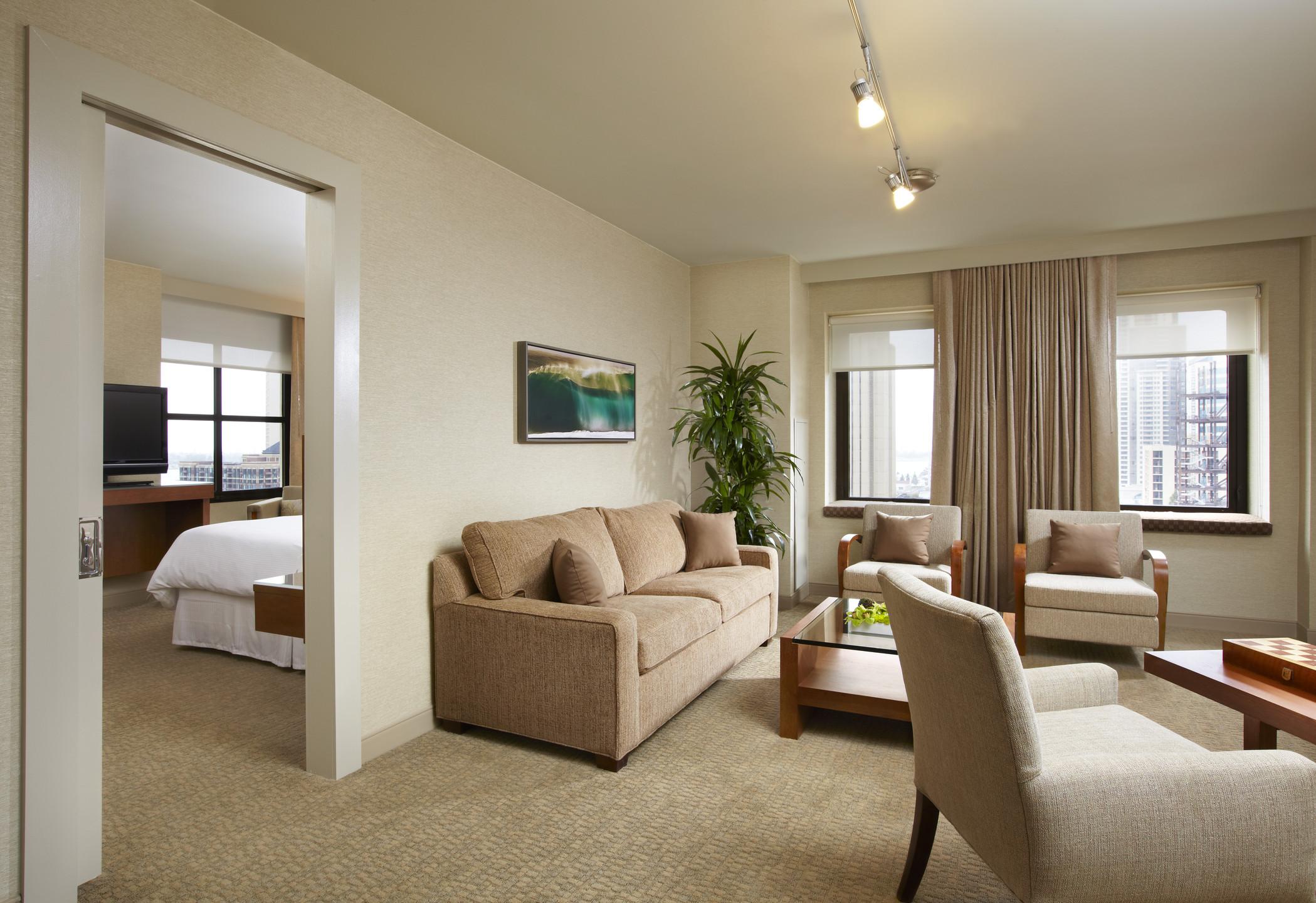 K - City View Suite Guest Room