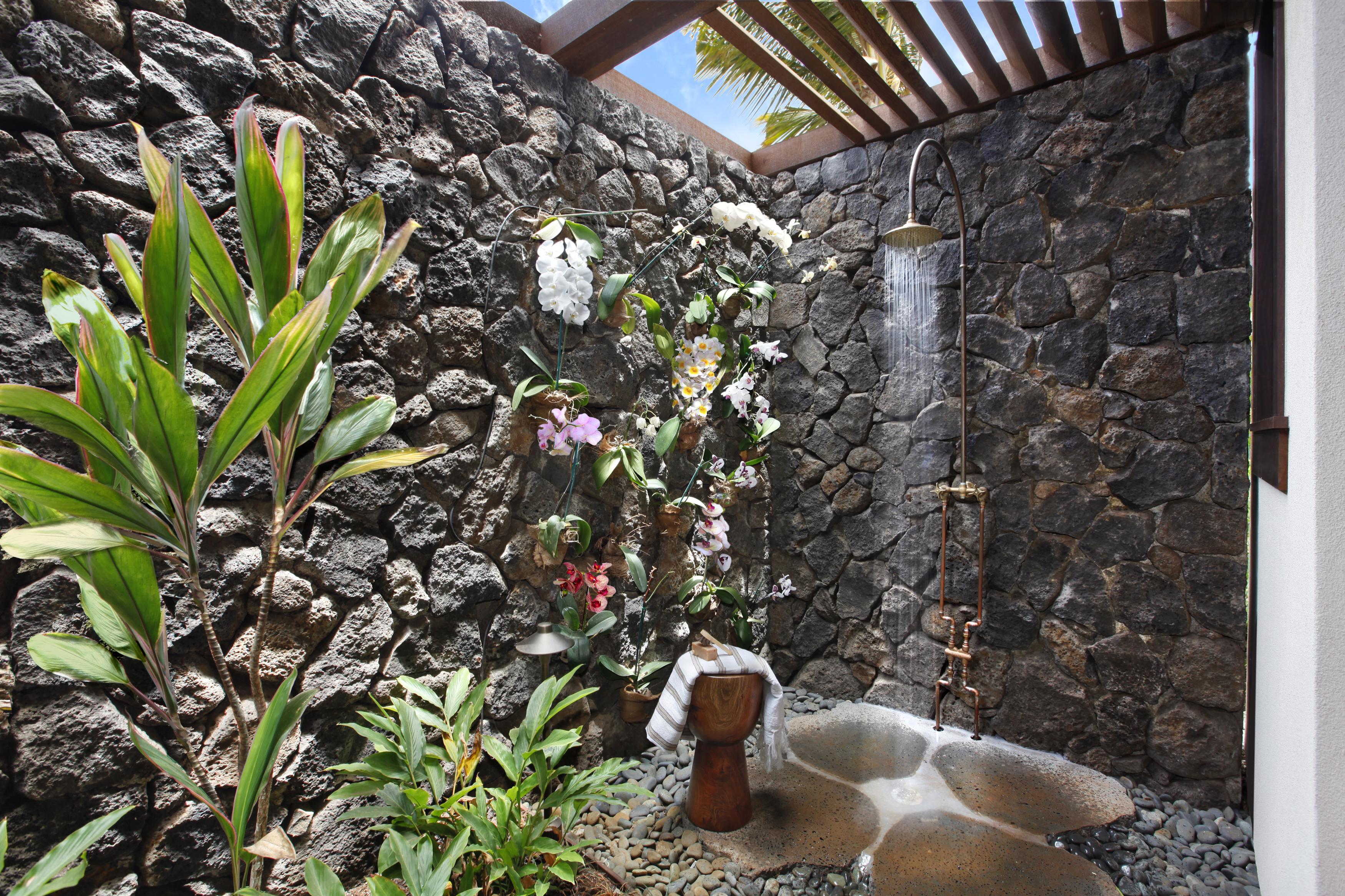 kainani_villa1_outdoor_shower