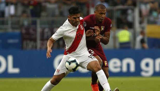 """Carlos Zambrano afirma que Bolivia y Venezuela son """"rivales directos"""" de la selección"""