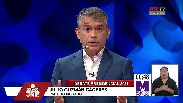 Julio Guzmán critica a López Aliaga por leer propuestas durante todo el debate