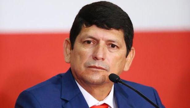 Agustín Lozano seguirá al mando de la FPF hasta el otro año