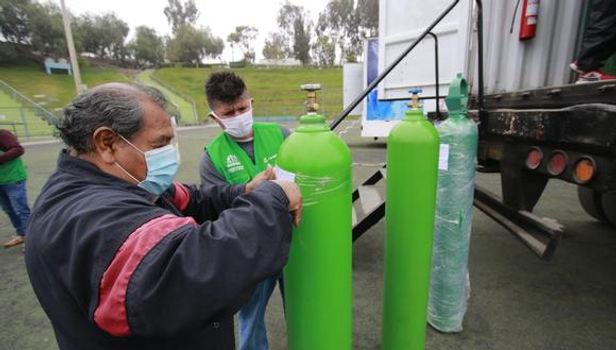 La Libertad registra largas colas para conseguir balones de oxígeno
