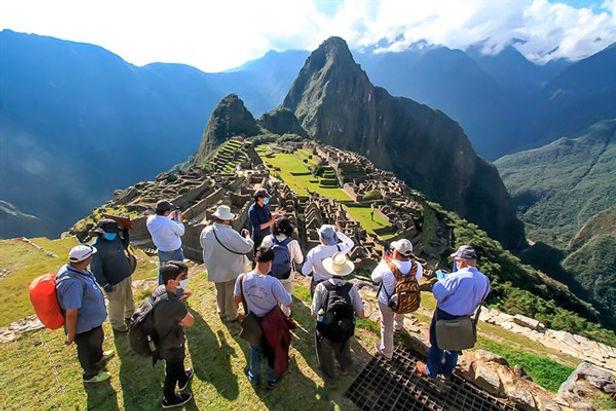 Advierten un millón de desempleados en el sector turismo hasta fin de año