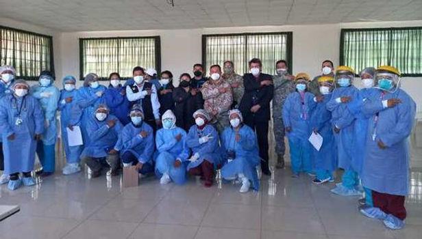 Puno: Miembros de la Marina y del Ejército reciben vacuna contra la COVID-19