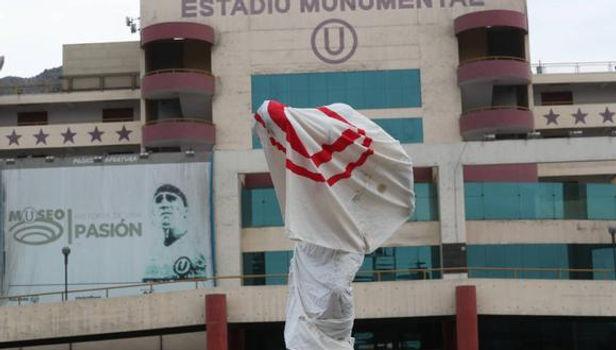 Universitario denunció el vandalismo que sufrió estatua de Lolo Fernández