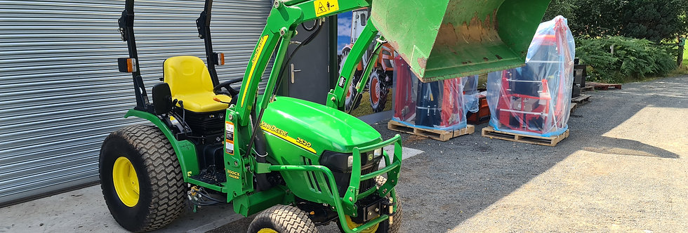 2520 John Deere Compact Tractor with CX200 Tractor Loader