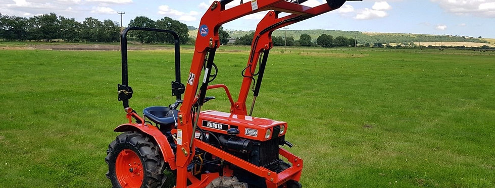 Kubota B7000D Compact Tractor 4WD with Front Loader