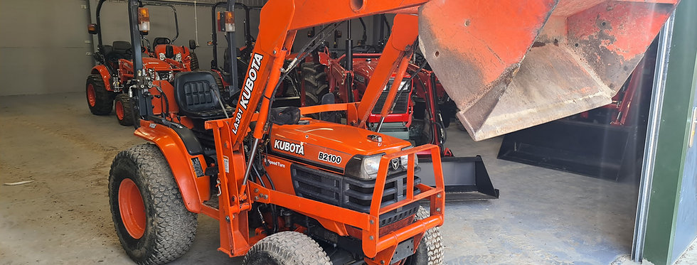 Kubota Compact Tractor B2100 HST  Tractor Front Loader