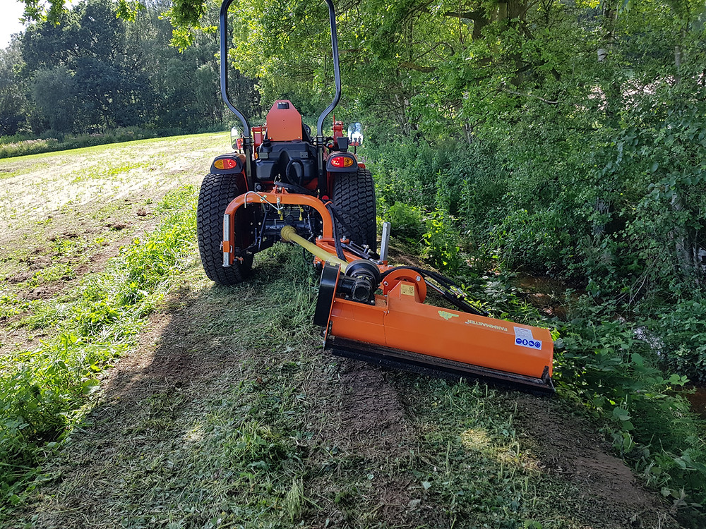 . The verge flail mowers are designed for small tractors, power required in 20-40HP. They are used for the flat land grass, the weeds in the slope and bush side trimming