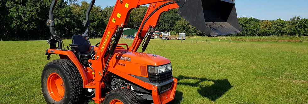 L3200  Kubota compact tractor UK With 4 in 1 Loader