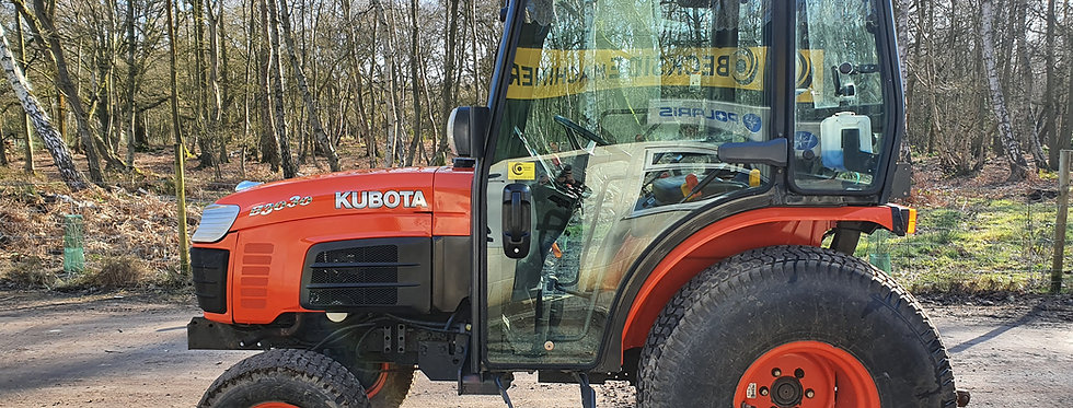 Kubota Compact Tractor B3030 HST Cab Tractor On Turf Tyres