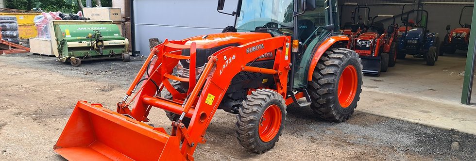 L4240 Kubota Tractor with LA714 Tractor Loader