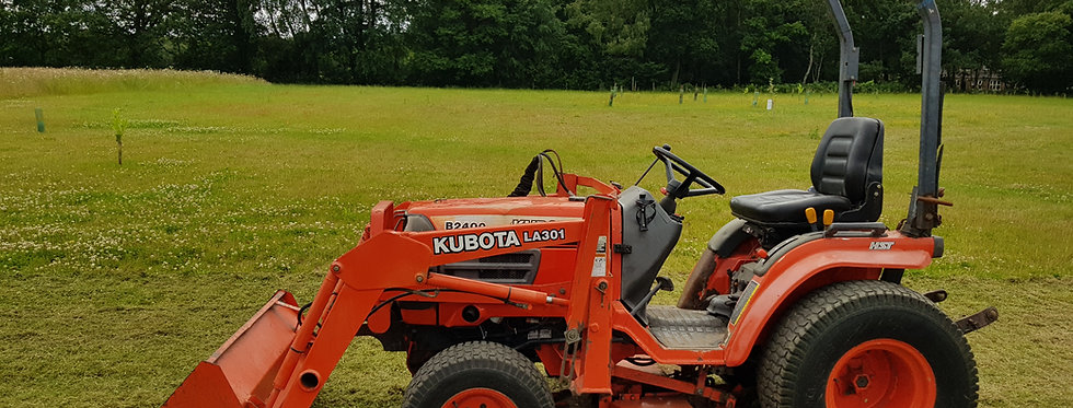 Kubota Compact Tractor B2400 HST  Tractor Front Loader & Mid Deck