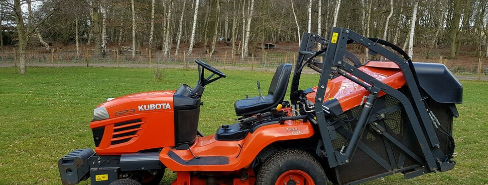 Large G23 Kubota Ride On Mower Large Hydraulic High Tip Collector