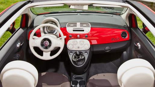 2013-Fiat-500-Cabrio-interior-1.jpg