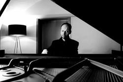 Christopher spielt Klavier