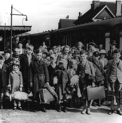 Southend Children Being Evacuated 02 - f