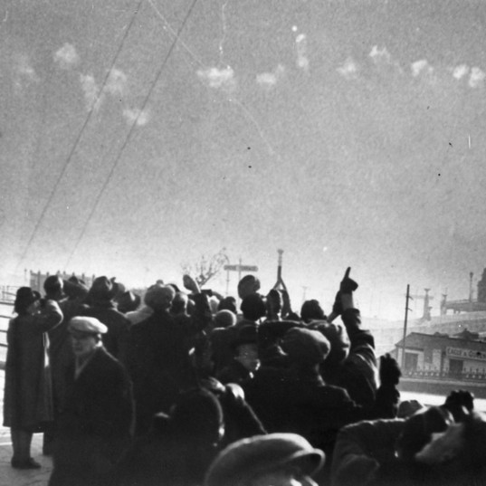 Crowd watching action over HMS Leigh WW2