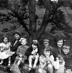 Earls Hall pupils in Derbyshire 01.jpg