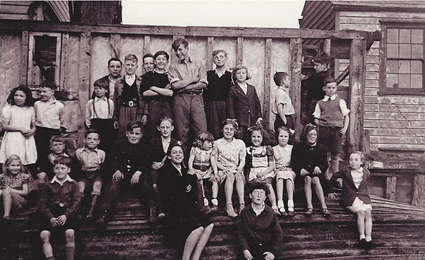children of Leigh-on-Sea Old Town photographed last day of ww2, HMS Leigh