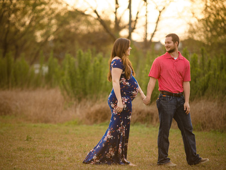 Maternity Photos at The Hills of Shanefield Field