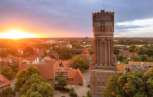 20210613_Wasserturm_Sonnenuntergang_Drohne_stimmungsvoll.jpg