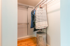 1661-la-france-308-22-closet-ajpg