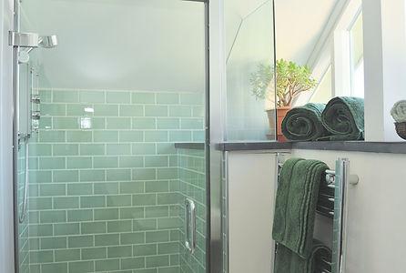 200212 Shoower room and towels.jpg