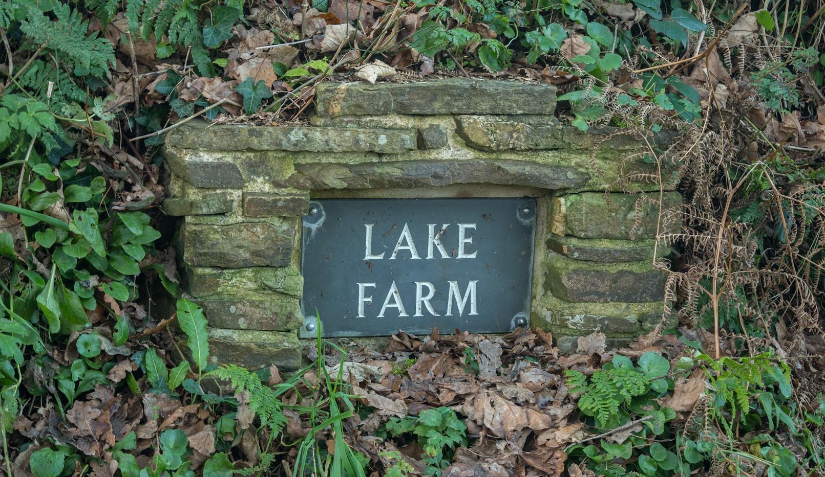Lake Farm sign