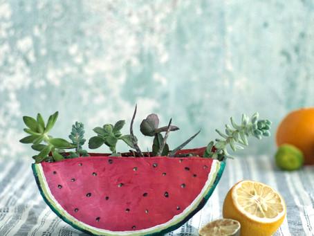 Pflanzenübertopf in Melonenform