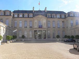640px-Paris_-_palais_de_l'Élysée_~_cour_
