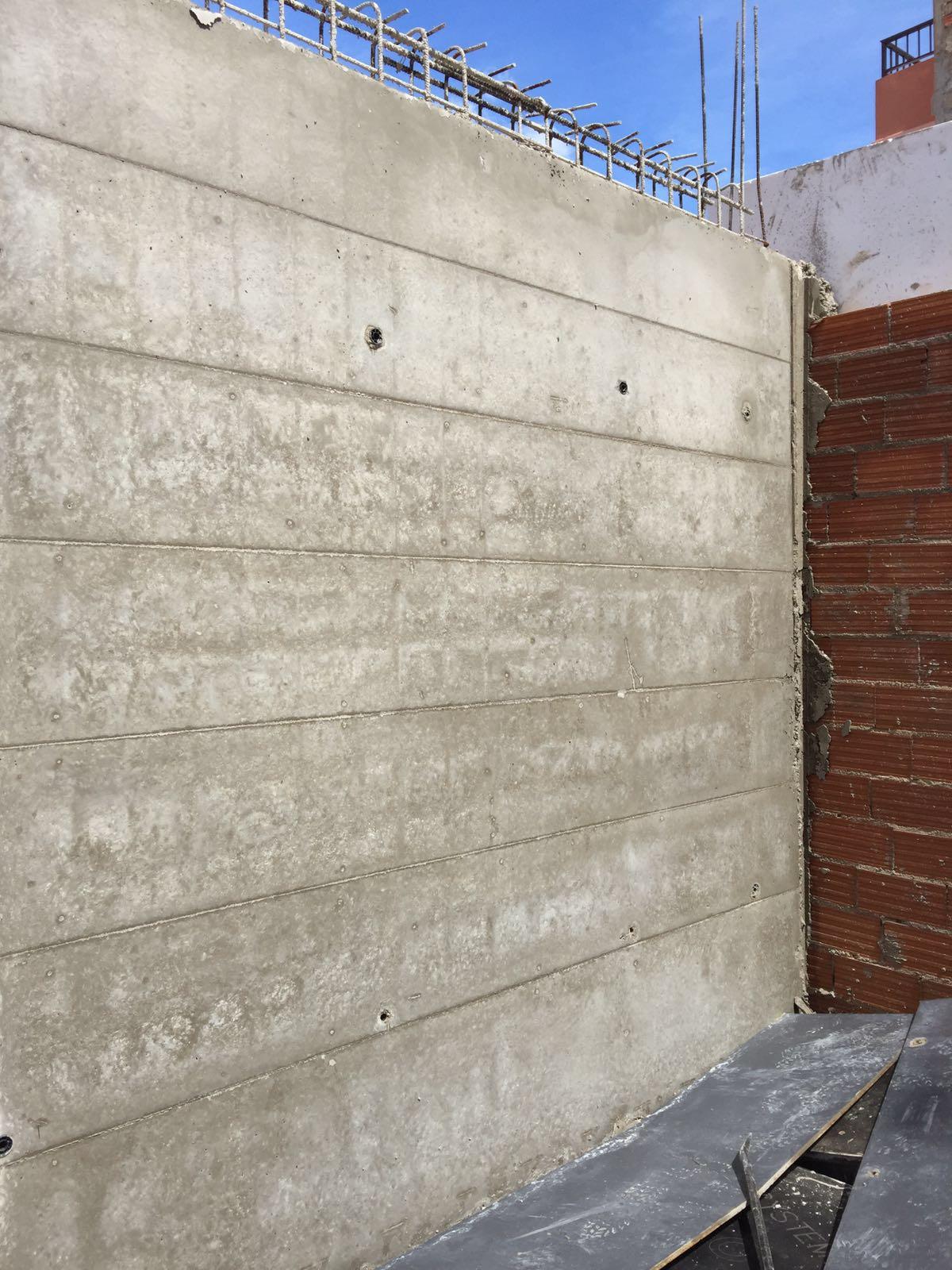 Desencofrado de muro de hormigón