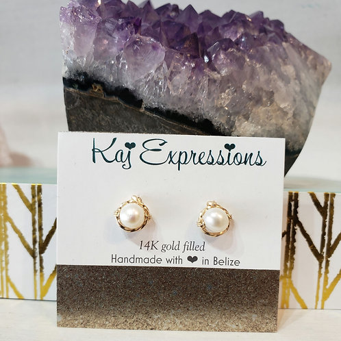 Classic freshwater pearl studs