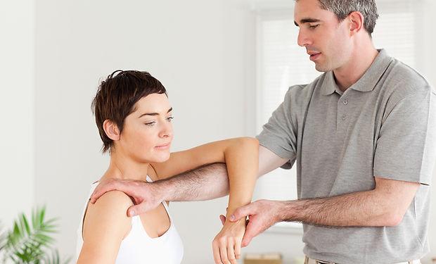 Chiropraktor bei der Arbeit