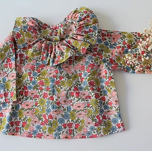 Cette blouse col volanté n'est elle pas purement irrésistible __Blouse Liberty Poppy and D