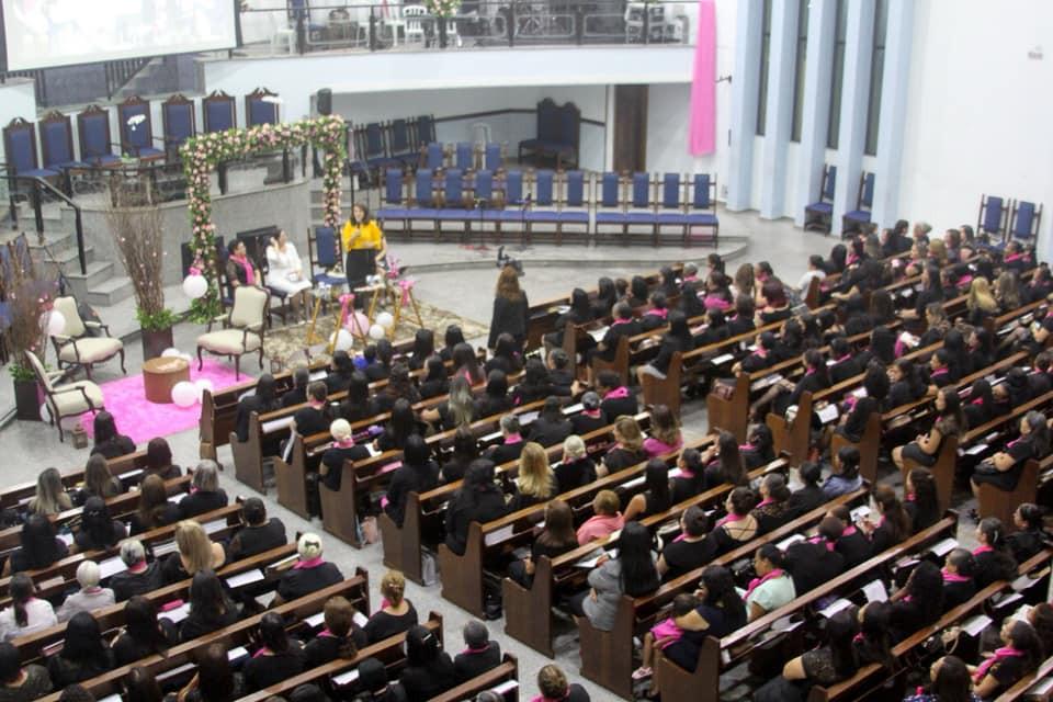 """Irmã Lídia Dantas Costa - Presidente da UNEMAD, Ministrando as irmãs com o tema """"A influência da Mulher Cristã na Sociedade Moderna"""""""