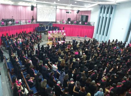 Outubro Rosa reúne centenas de mulheres