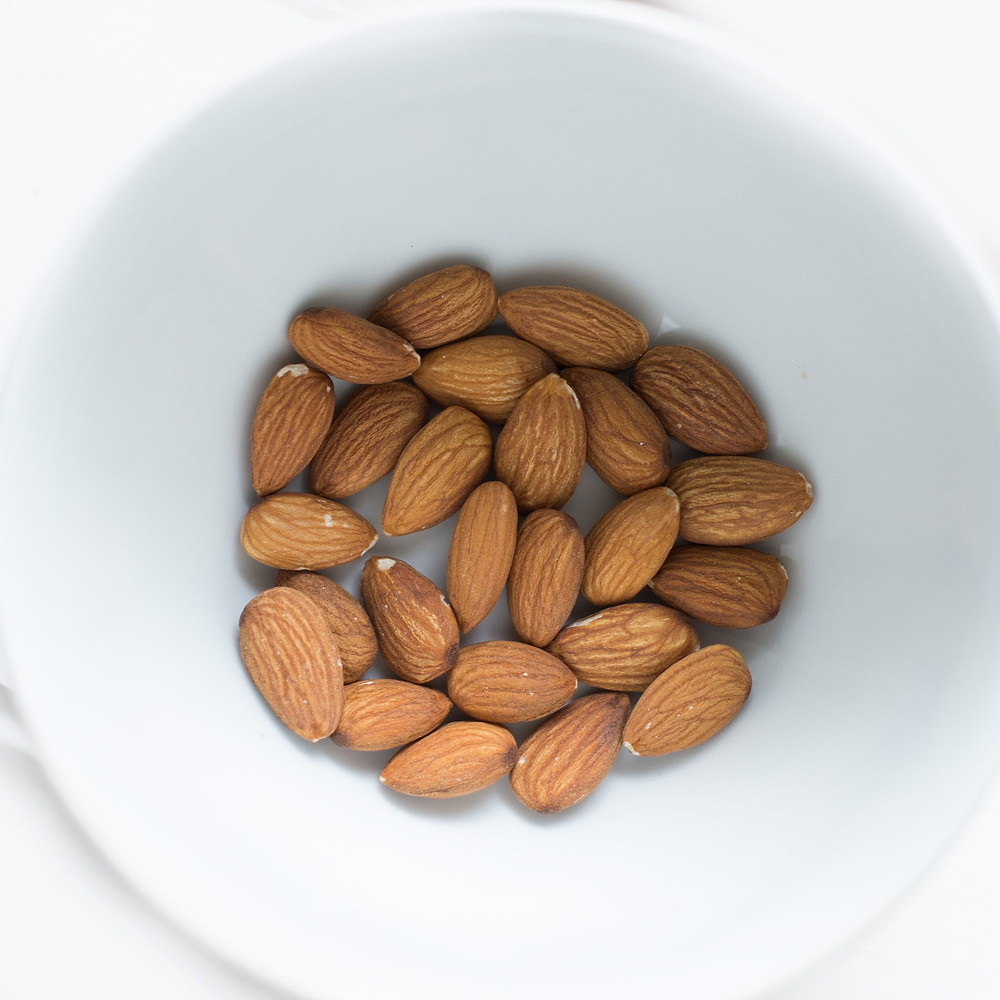 10 foods to eat every day - almonds