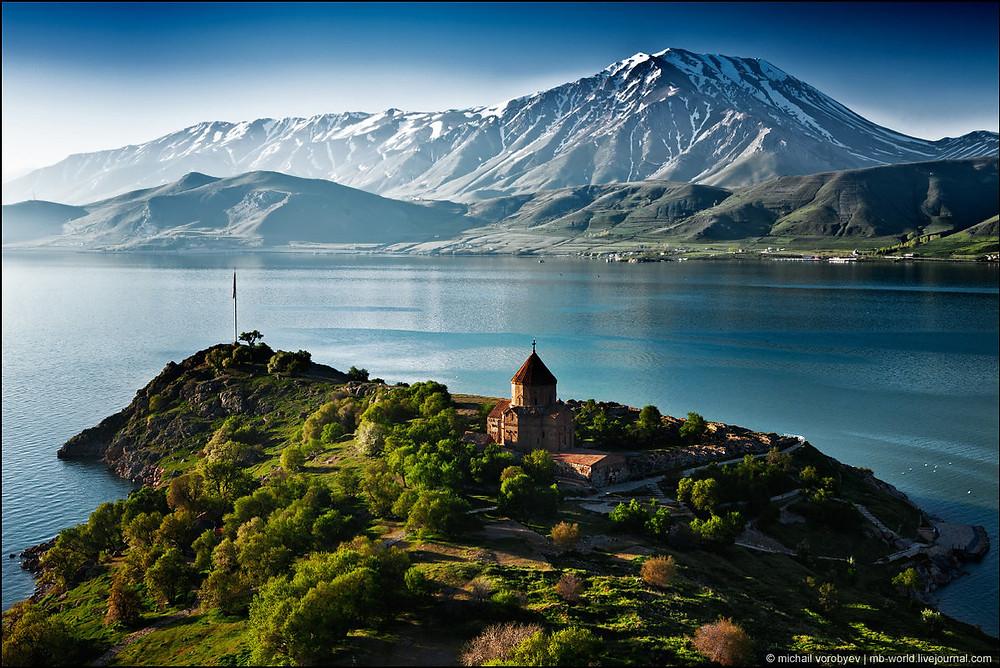 Озеро Ван и Армянская церковь