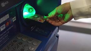 Российские банки резко сократили выдачу кредитных карт