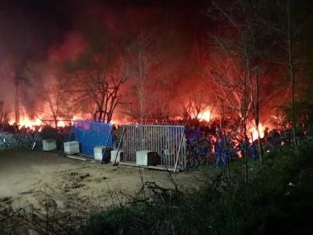 Турки подожгли палаточный лагерь мигрантов, которых ранее натравливали на греческих пограничников