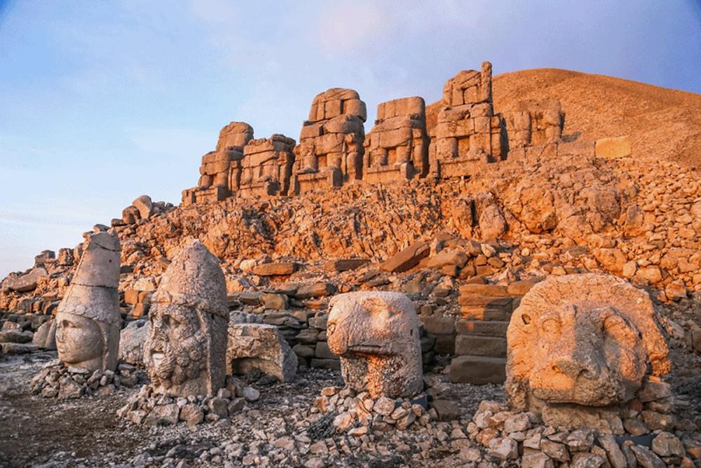 Святилище армянских языческих богов на горе Немрут Даг